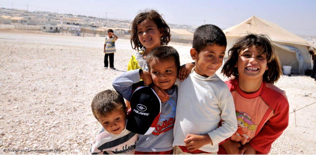 Dieses Bild hat ein leeres Alt-Attribut. Der Dateiname ist Zaatari_refugee_camp_Jordan_-1024x504.jpg